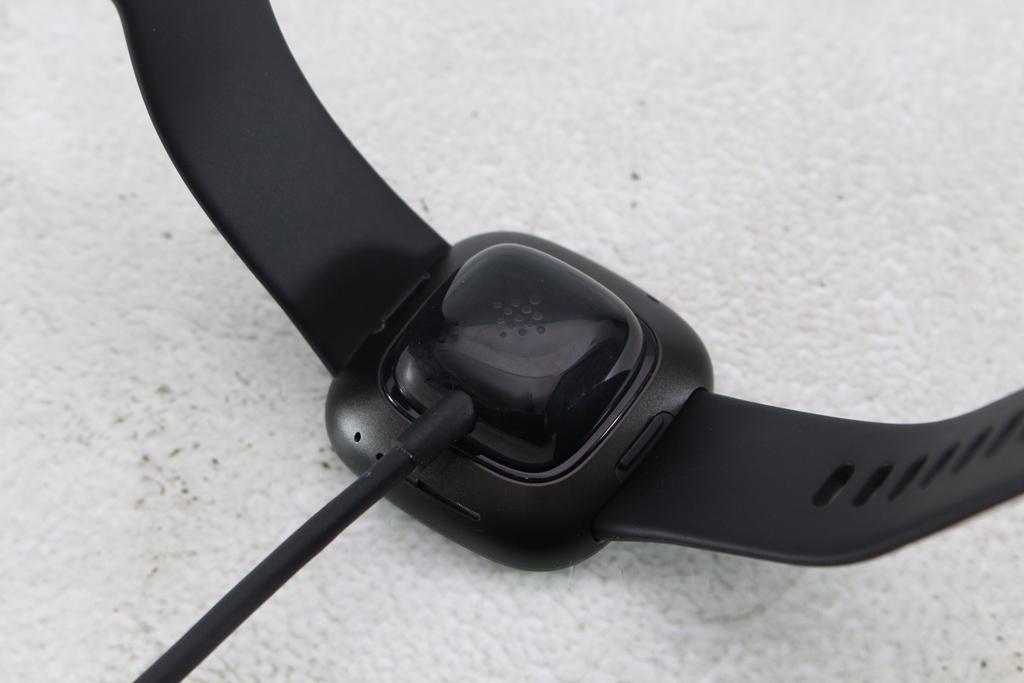 Fitbit Versa 3智慧手錶-內建GPS功能更全面,健康資訊一手掌握1025