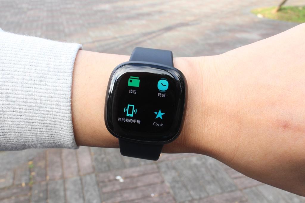 Fitbit Versa 3智慧手錶-內建GPS功能更全面,健康資訊一手掌握899