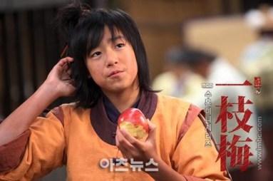 Hyun-Woo-in-Return-of-Iljimae-lee-hyun-woo-34734944-550-366