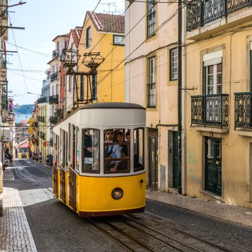The Lisbon Travel Guide is Now Available!