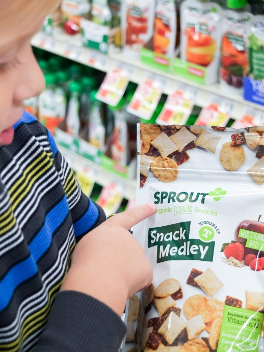 3 Smart Strategies to Keep Your Toddler Entertained at the Grocery Store