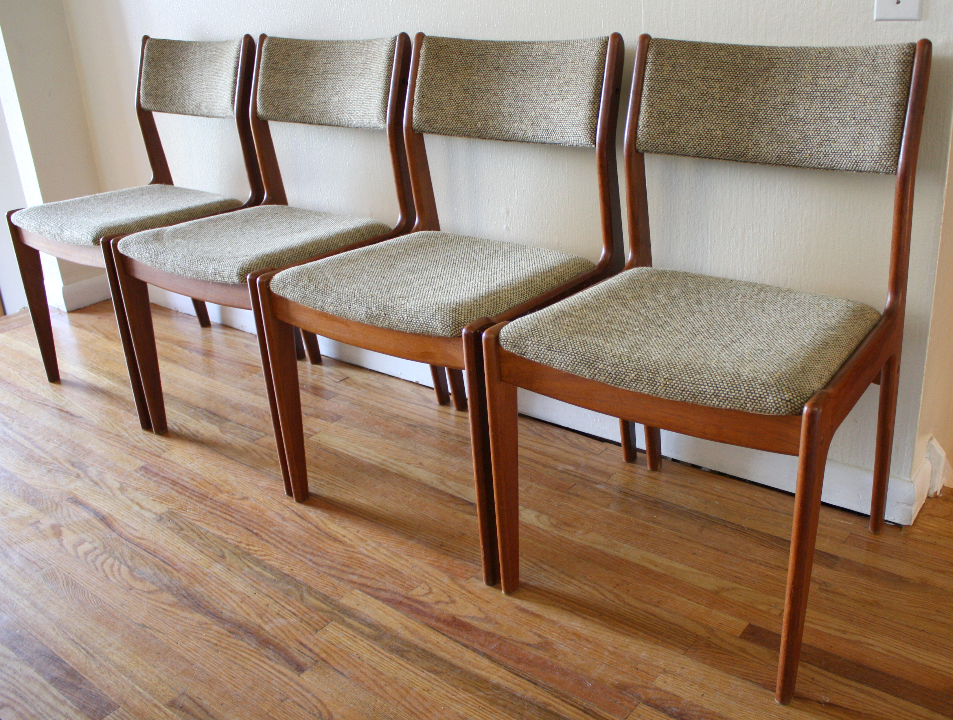 Set Of 4 Mid Century Modern Danish Dining Chairs Picked