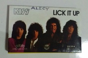 kiss lick it up album