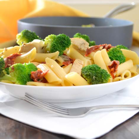 Penne with Chicken, Broccoli, and Sun dried Tomatoes