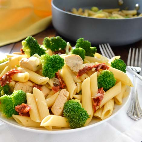 Skillet Penne with Chicken, Broccoli and Sun-dried Tomatoes