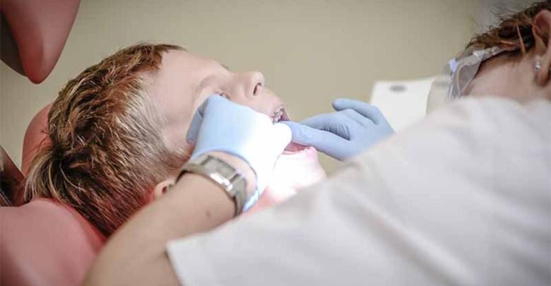 Malocclusione dentale carie nei denti da latte