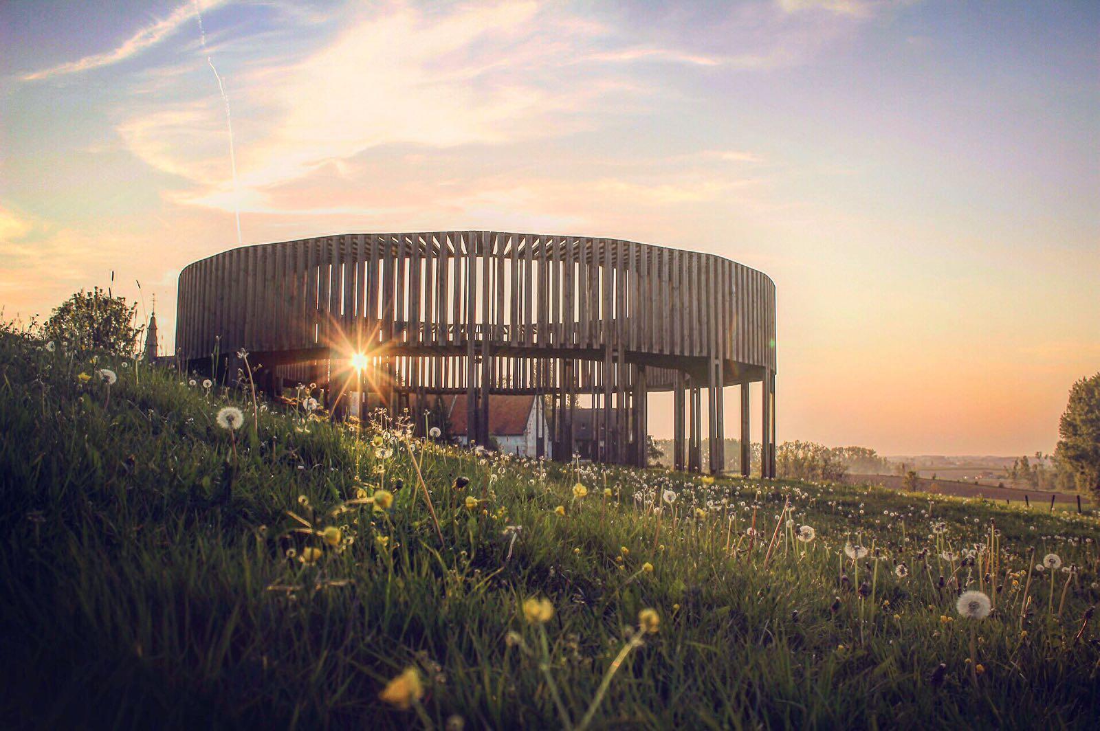 Mariënlof Borgloon Haspengouw picknickpoint houten constructie bloesems uitzichtpunt picknicken
