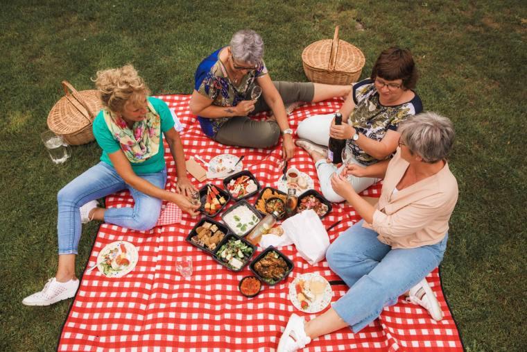 PicknickPoint-foto-picknicken-buiten-min