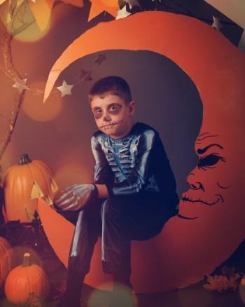 Halloween crafts | Halloween | crafts | glow in the dark | glow in the dark crafts | glow in the dark Halloween crafts