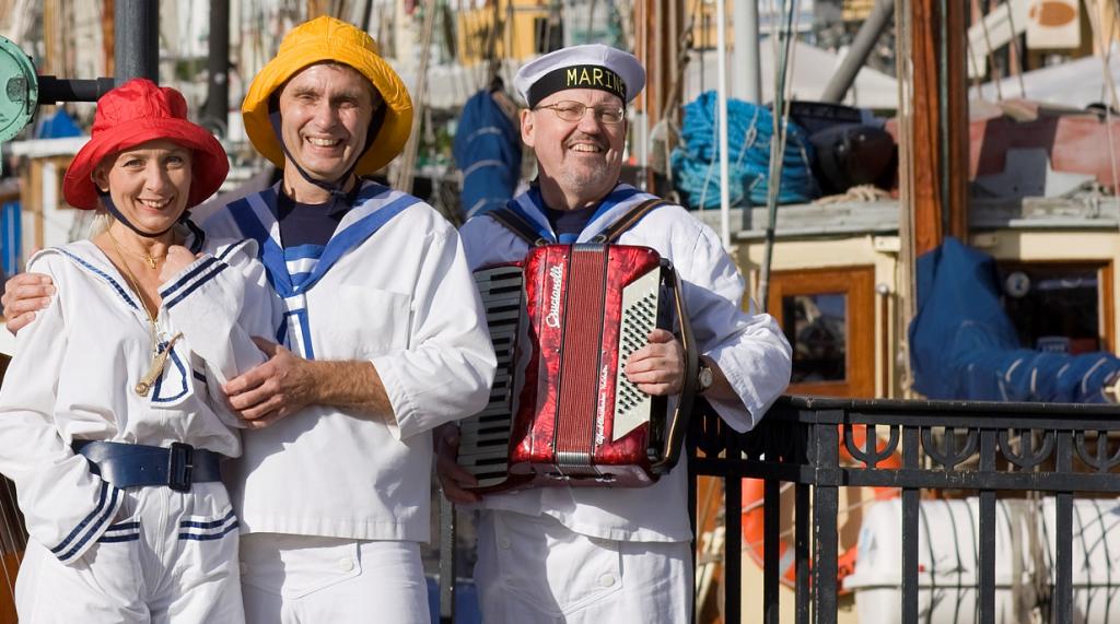 Picnicsejlads med sømandsviser på baadfarten