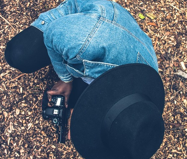 picnoi black woman camera