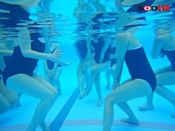 【VR】プールの時間VR大増量100分13名SP のサンプル画像 7枚目