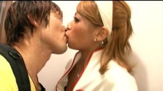 RUMIKAがSEXお見舞い! ~骨折男はおチ○ポビンビン~のサンプル画像3