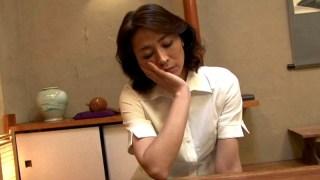 お母さんの玩具になった僕 マラ好き母さん、義息を喰らう! 矢部寿恵のサンプル画像1
