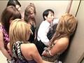 パニック寸前!!突然急停止したエレベーターの密室でギャル5人に無理矢理抜かれちゃいました!! VOL.2のサンプル画像