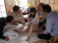 大乱交調教で変態覚醒!キモおじさんの家に預けられた視線濡れするパイパン美少女 豊中アリスのサンプル画像2