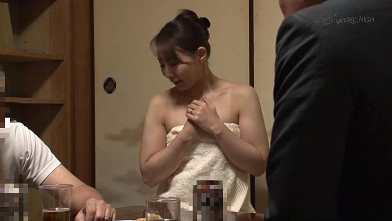 酔った夫に頼まれて仕方なく舐めだした美人妻のフェラ尻に我慢できず媚薬を塗ったチ○ポで後ろから即ハメ 画像8