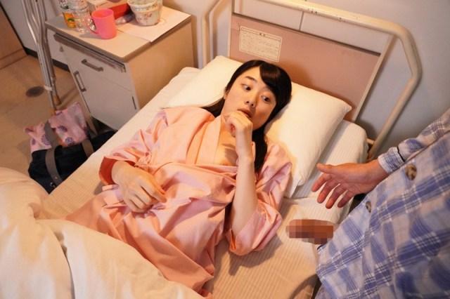 1piyo00090jp 11 - 入院したら隣がけなげなひよこ女子。ムラムラが我慢できなくなって小さな体を固定して敏感マ○コの奥(子宮)をガン突きしまくった。2nd 〜両足を180度に開いて後ろから前から全員軟体っ子ver〜