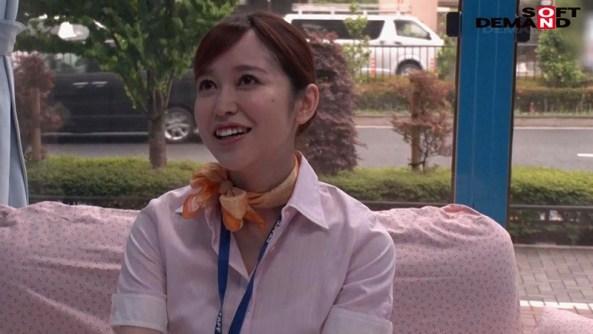 マジックミラー号「童貞くんのオナニーのお手伝いしてくれませんか…」 空港で声を掛けた心優しいCAが童貞くんを赤面筆おろし! あさみ(26才) 国際線 CA歴1年 画像1
