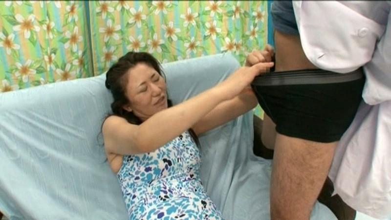巨乳の子連れママ 画像14