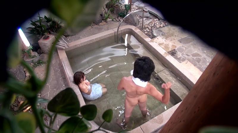「寝取られ願望」 愛する妻が目の前の他人チ○ポに戸惑い!欲情!生中出し!!自慢の妻をハダカで男湯へ 画像8