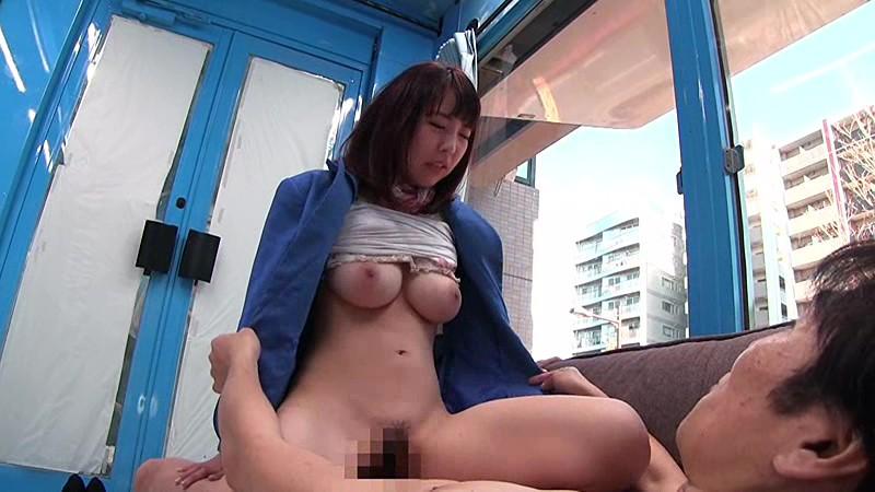 マジックミラー号 真面目に働くデパートの受付嬢 お昼休み中に抜け出し、性欲をこらえ切れず固定バイブから大喘ぎSEXへ! 画像14