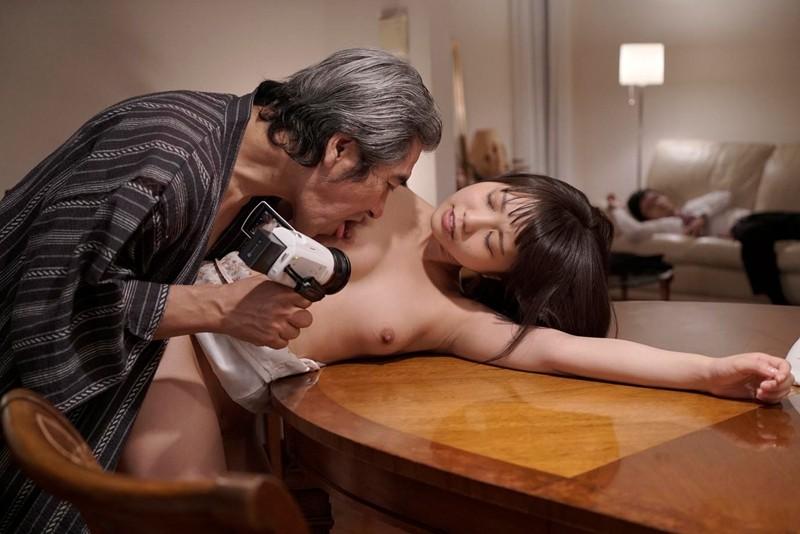 戸田真琴 近親レイプから始まった不貞の愛 平和な家庭のホームビデオにRECされた義父の悪戯サンプルイメージ15枚目