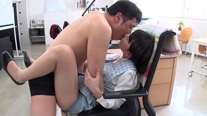黒木いくみ 働く美女と性交サンプルイメージ2枚目