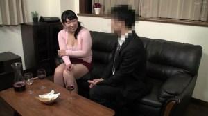 普通の人妻さんが旦那の知人に口説かれNTRセックスに至る緊迫ドキュメント… のサンプル画像 10枚目