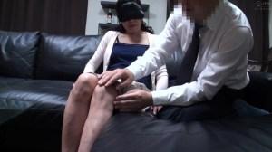 普通の人妻さんが旦那の知人に口説かれNTRセックスに至る緊迫ドキュメント… のサンプル画像 13枚目