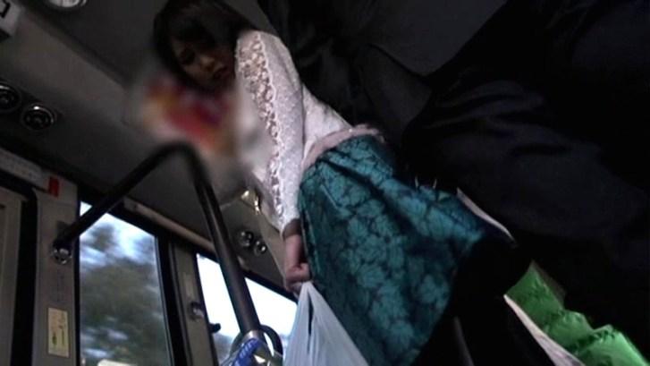 私痴●バスに乗ります。 夫には言えないふしだらな欲望痴●強●魔に無言で生中出しされる人妻 湊莉久1