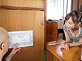 ぷるぷるデカ尻洗いが人気の銭湯のお姉さん 篠田ゆうのサンプル画像1