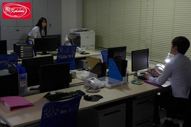 <深夜の残業オフィス>地味だと思ってた後輩(枢木さん)に突如痴女られた僕は、朝まで、何度も、中出しさせられて... 枢木あおい