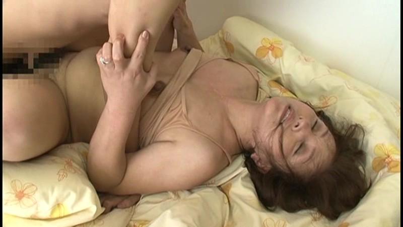 舌に吸い付き歯茎まで舐め貪る!!接吻中毒ババア 40人 8時間11