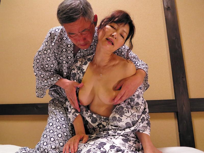 温泉 接吻 熟年夫婦の営み-5