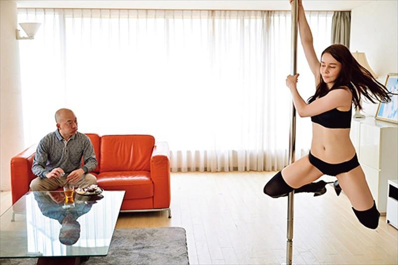「東欧の白肌美人の桃色マ○コに精子をドバドバ流し込んでやったんだ!!」日本人の中年オヤジの凄テクに身も心も奪われた白人妻 サラ2