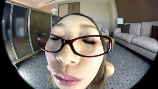 【VR】香苗レノン 美脚×競泳水着×パンスト眼鏡 VR スレンダーくびれ眼鏡美女と中出しSEX!!のサンプル画像9