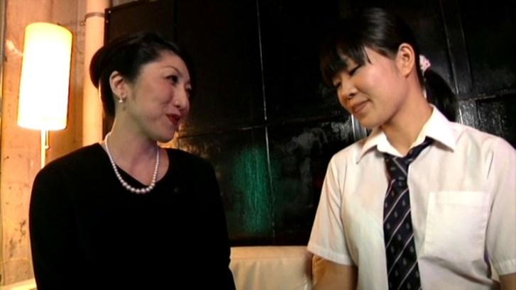 五十路熟女と女子校生 ネットリベロ鼻舐めレズ11