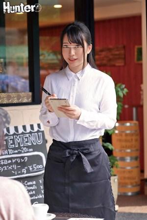 カフェで働くお姉さんたちがとにかくエロい!男性スタッフはボクだけという… のサンプル画像 1枚目