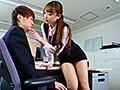 職場でフェロモンをまき散らす 働く痴女お姉さんの匂い立つパンスト美脚誘惑セックス 有原あゆみのサンプル画像