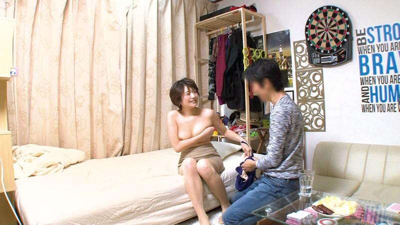 イケメンが熟女を部屋に連れ込んでSEXに持ち込む様子を盗撮したDVD。116~強引にそのまま中出ししちゃいました~ 画像5