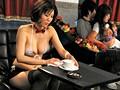 人妻の恥ずかしいお仕事 ~カップル喫茶で働く美乳嫁~ 森ななこのサンプル画像