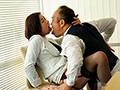 人妻秘書、汗と接吻に満ちた社長室中出し性交 『大人の戯れ』を知り尽くした《専属》加藤ツバキ×《監督》ながえの最高傑作!!のサンプル画像3