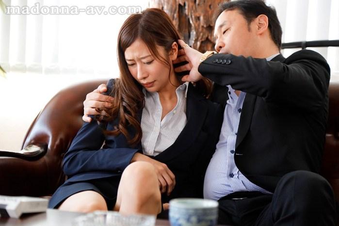 取引先の傲慢社長に中出しされ続けた出張接待。新人専属、イイ女のスーツ… のサンプル画像 1枚目