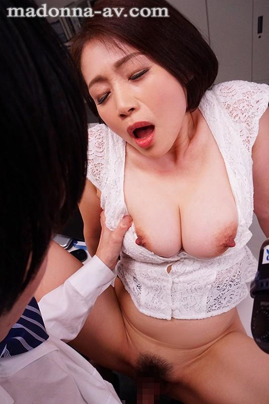 これは部下に厳しいムチムチ女上司にセクハラしたら怒られるどころかセックス… のサンプル画像 2枚目
