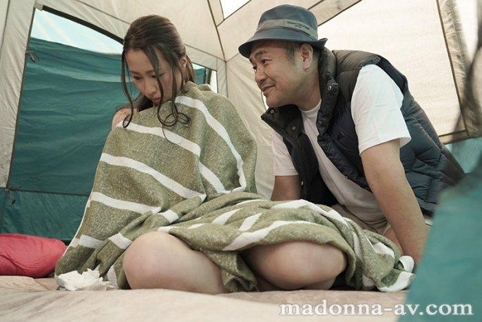 町内キャンプNTRテント内で何度も中出しされた妻の衝撃的寝取られ映像… のサンプル画像 4枚目