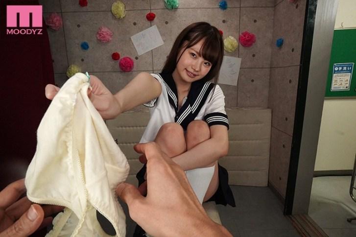mdvr00115jp 2 - 【VR】学園祭で脱ぎたてホカホカ パンツ売りの美少女VR!! 「お兄さん…おこづかいたくさんくれたらも〜っといいコトしてあげる!!」 松本いちか