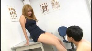 M男がみんな夢中になる保健室のアナル責め先生如月夏希 のサンプル画像 9枚目