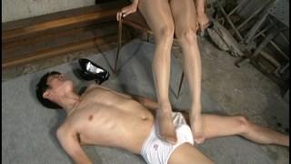美脚痴女 ムレムレのパンスト足臭 広瀬奈々美のサンプル画像12