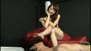 美脚痴女 ムレムレのパンスト足臭 広瀬奈々美のサンプル画像17